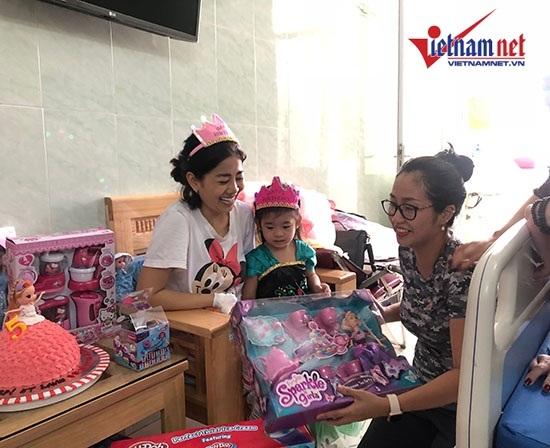 Mai Phương mừng sinh nhật con gái 5 tuổi ở bệnh viện