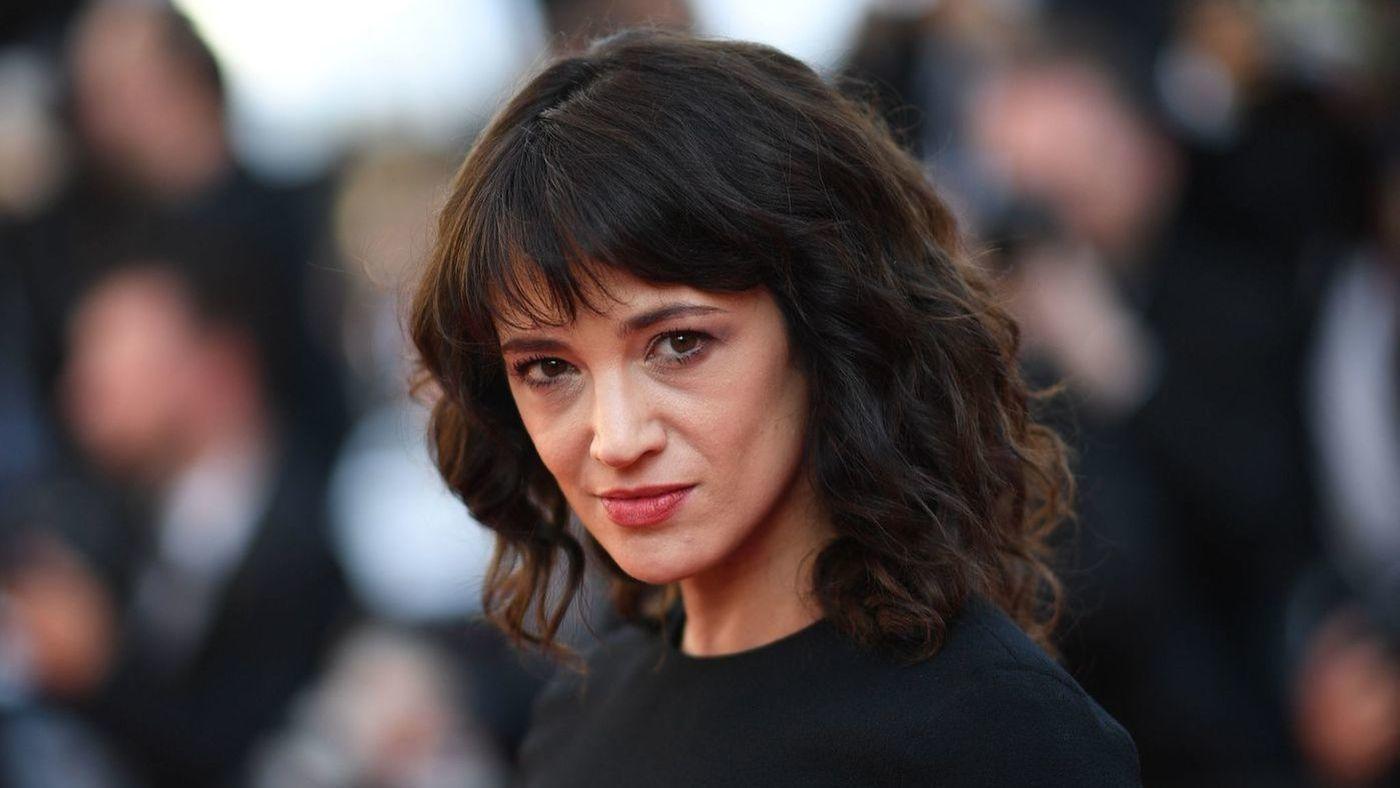 Sao nữ đi đầu phong trào chống xâm hại tình dục bị tố cưỡng ép nam diễn viên trẻ