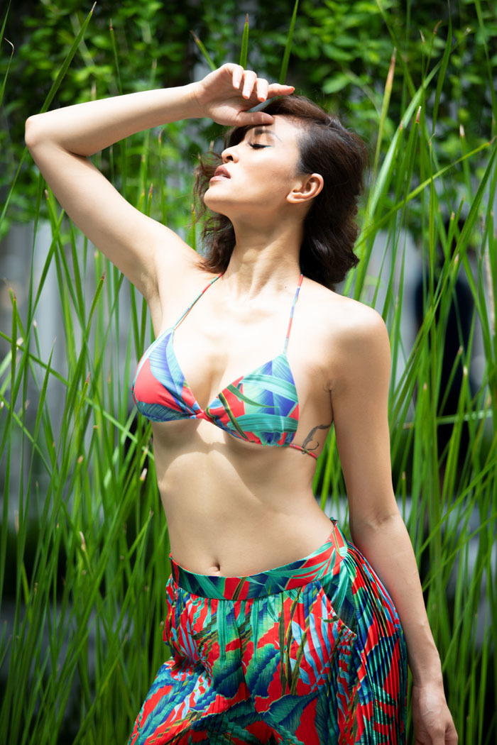 Phương Mai khoe vóc dáng trong loạt trang phục gợi cảm