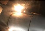 Hành khách thót tim thấy động cơ máy bay bốc cháy