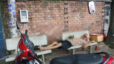 Người đàn ông nằm chết trên ghế đá ở Sài Gòn