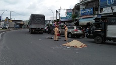 Người phụ nữ bán vé số chết thảm dưới gầm xe tải
