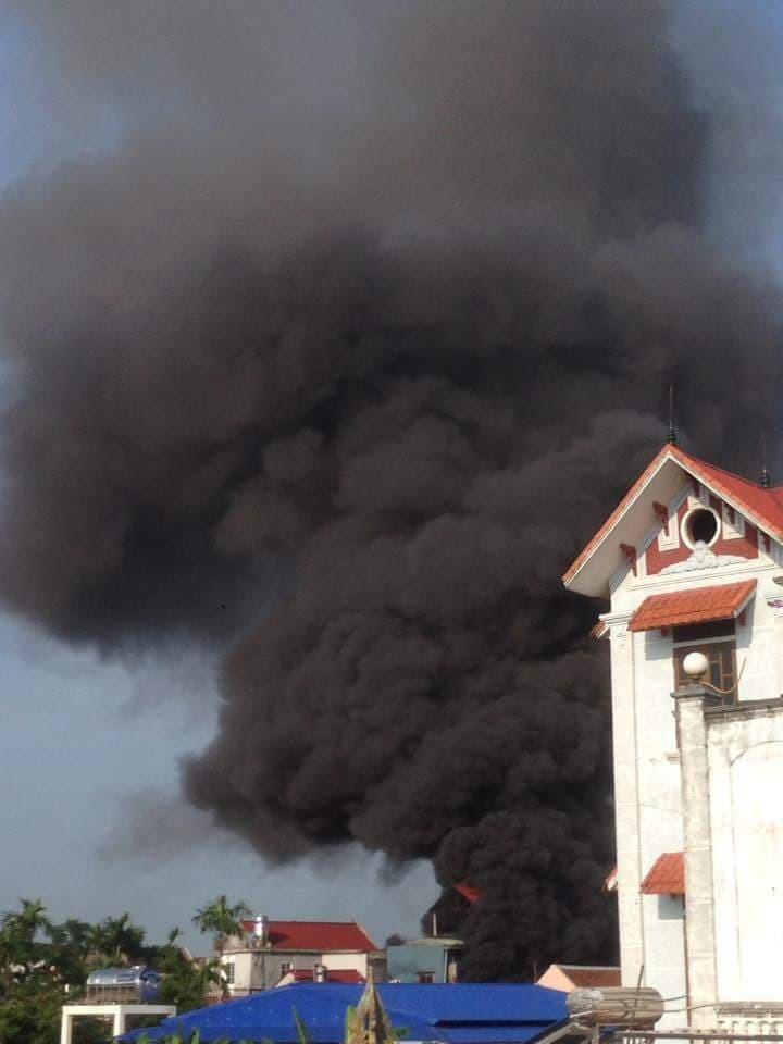 Chết đứng nhìn cửa hàng tiền tỷ bị lửa thiêu rụi