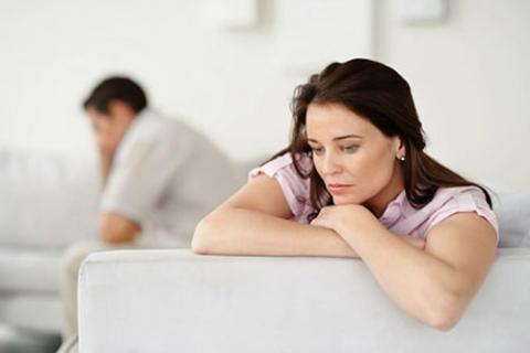Vợ hiếm muộn, chồng nghĩ cách có con riêng
