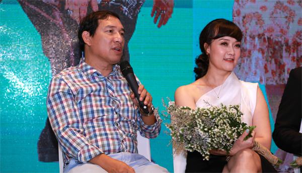 Vân Dung không nhịn được cười khi đối diện Quang Thắng