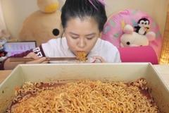 Tung clip bữa tối tự sướng lên mạng xã hội: Bất ngờ được trả 230 triệu đồng