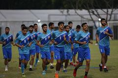 """U23 Bahrain mải miết """"liếc"""" U23 Việt Nam trên sân tập"""