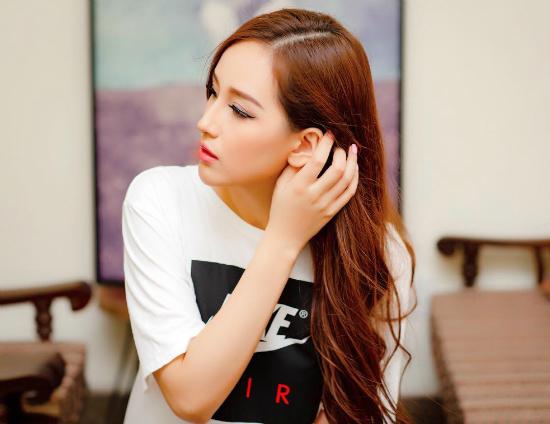 Vợ Phạm Anh Khoa tái xuất rạng rỡ sau scandal của chồng
