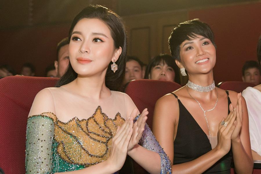 Ngọc Diễm buồn vì đội mãi vương miện Hoa hậu