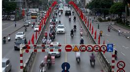 """""""Lái xe ở Hà Nội mà không bấm còi chỉ có điên"""""""