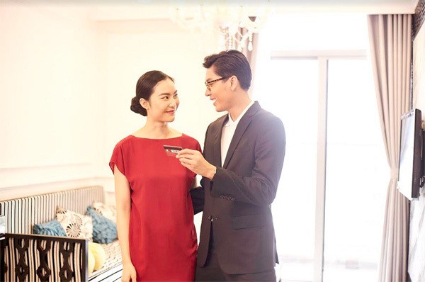 Quang Đại và Helly Tống bất ngờ 'lộ' ảnh cưới