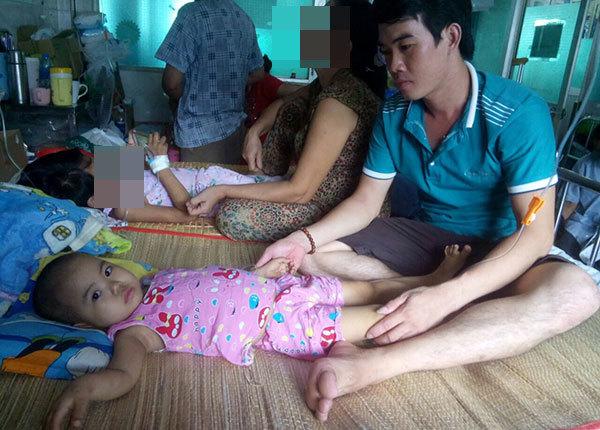 Tiếng kêu nhói lòng của bé 4 tuổi: Ba ơi con đau lắm!