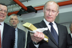 Vì sao Nga hối hả mua vàng dự trữ?