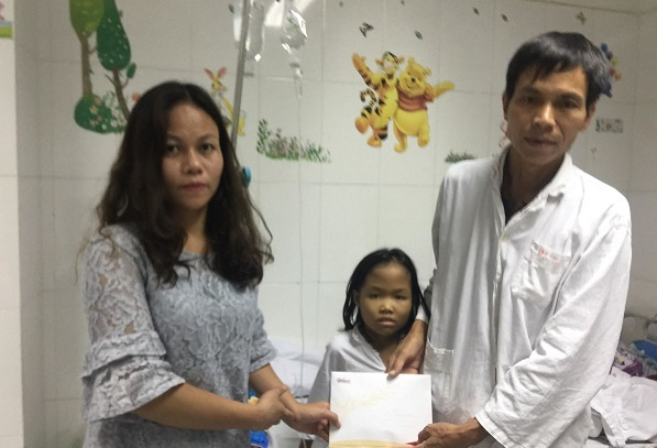 Bạn đọc giúp đỡ bé Bùi Thị Biền bị Thalassemia hơn 26 triệu đồng