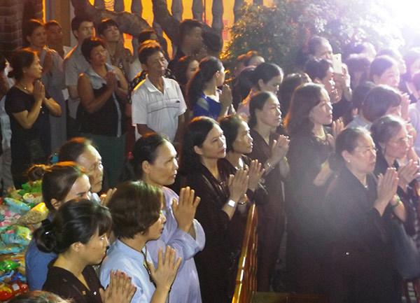 Cầu siêu cho nạn nhân tử vong do tai nạn giao thông ở chùa Quán Sứ