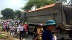 Đứng tim 'con đường tử thần' chực nuốt người ở Hà Nội
