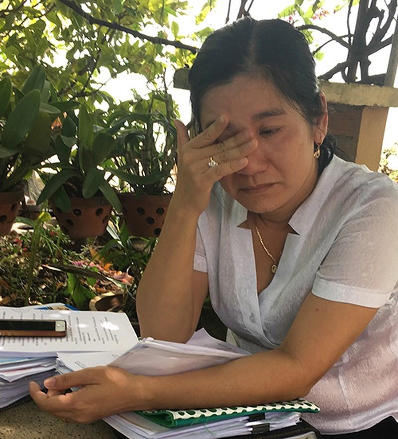 Nữ tiến sĩ cứu hàng ngàn hộ dân phá sản bị kỷ luật 'lên bờ xuống ruộng'