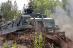 Xem 'quái vật' bọc thép của Nga dọn đường phá tường