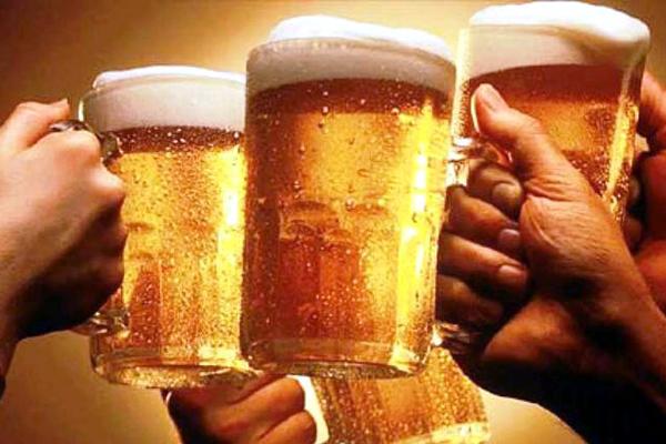 Rượu bia chuyển hết quảng cáo ra nước ngoài