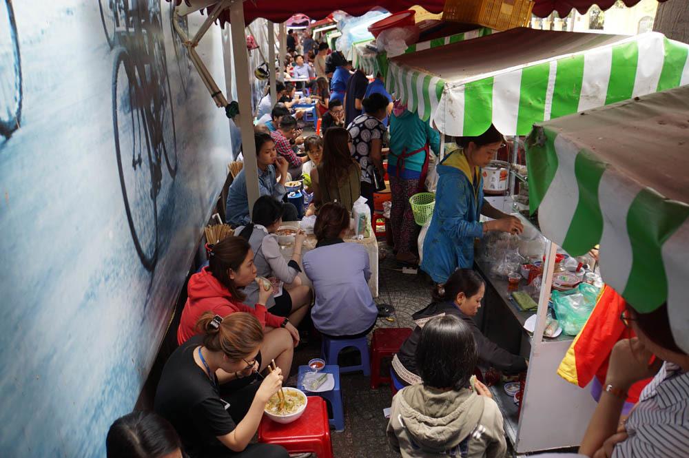 Món ăn đường phố,Nhân viên chuyển phát,Clip hot,Mạng xã hội,Chế độ lương thưởng