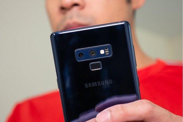 Galaxy S10 gây sốc với phiên bản màu bạc và xanh lá
