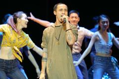 Trở lại sau scandal gạ tình, Phạm Anh Khoa né giao lưu với khán giả
