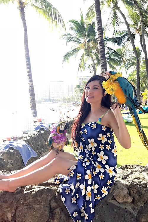 Kavie Trần hút mọi ánh nhìn bên những bãi biển xinh đẹp