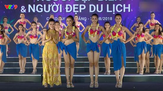 Thí sinh Hoa hậu Việt Nam bốc lửa diễn bikini tranh giải 'Người đẹp biển'