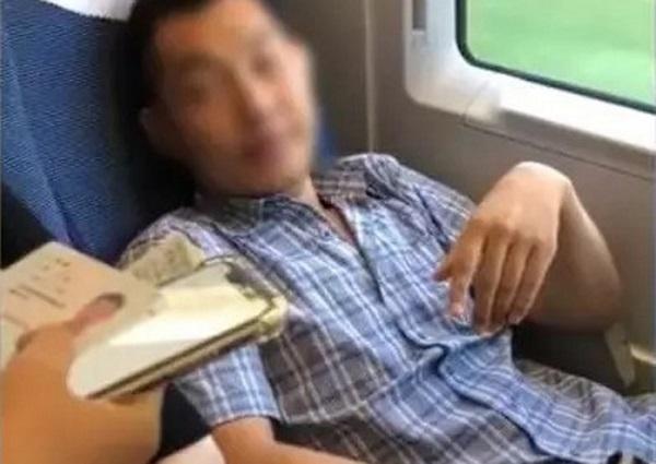 Cái kết đắng cho kẻ chiếm ghế của phụ nữ trên tàu