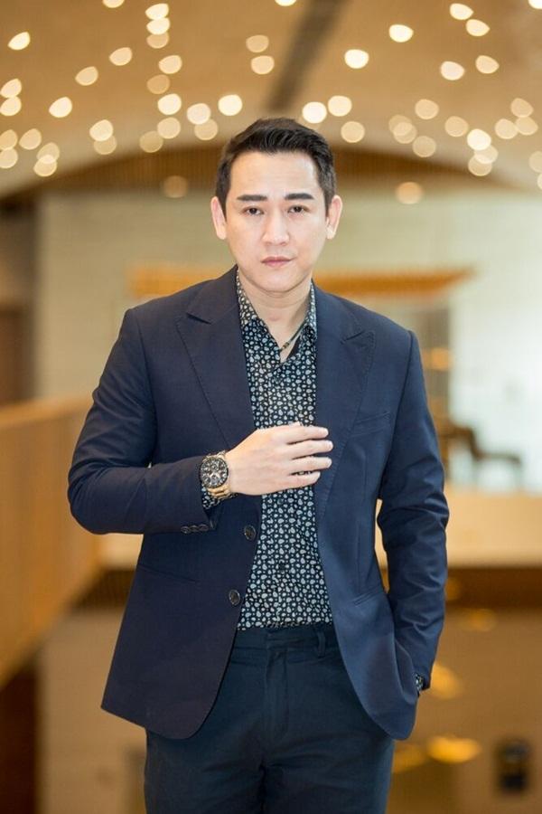 Nhan Phúc Vinh tình tứ bên MC Quỳnh Chi