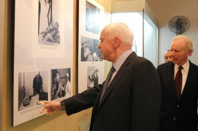 John McCain,John McCain qua đời