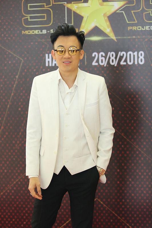 Hoa hậu Thu Thủy tìm chủ nhân vương miện 1,8 tỷ đồng