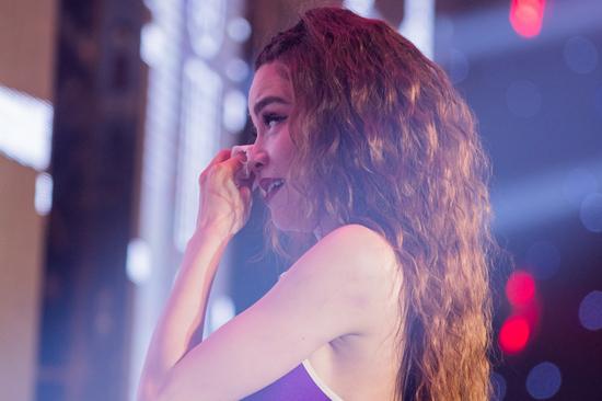 Hồ Ngọc Hà khóc rưng rức tiết lộ từng muốn nghỉ hát
