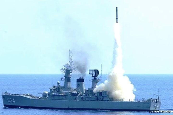 """Sức mạnh đáng sợ của """"sát thủ"""" chống hạm P-800 Oniks"""