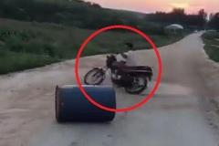 Pha drift xe máy hài không tưởng khiến dân mạng cười 'đứt ruột'