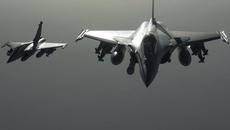 Lịch sử: 3 tiêm kích tối tân Pháp Rafale hạ cánh xuống Nội Bài