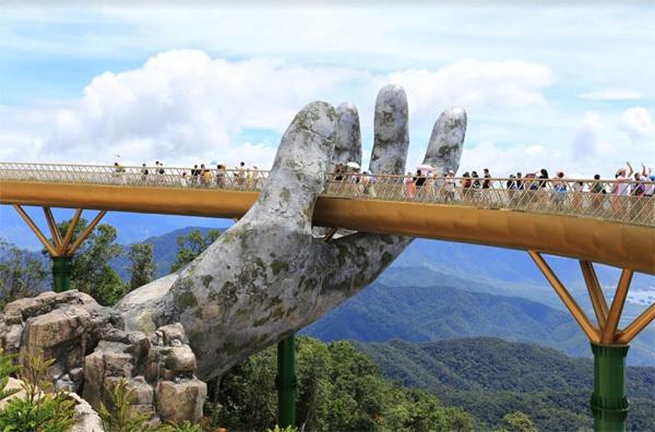 Cầu Vàng Ba Na Hills- cuộc đối thoại giữa người và thiên nhiên