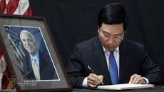 Phó Thủ tướng Phạm Bình Minh: Mong ngài John McCain yên nghỉ