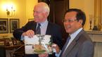 Ông Phạm Quang Nghị và món quà đặc biệt tặng TNS John McCain