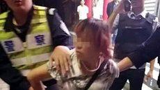 Bắt cóc trẻ em táo tợn giữa ban ngày ở TQ