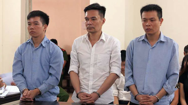 Hà Nội: Cán bộ hải quan 'kiếm bộn' nhờ tuồn ngà voi ra ngoài bán