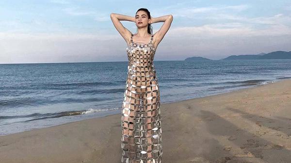 Hà Hồ diện váy 'mặc như không' thân mật Kim Lý