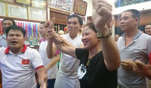 Ăn mừng ở nhà Quang Hải