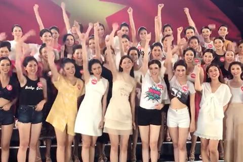 Thí sinh Hoa hậu Việt Nam 2018 chúc mừng tuyển Việt Nam