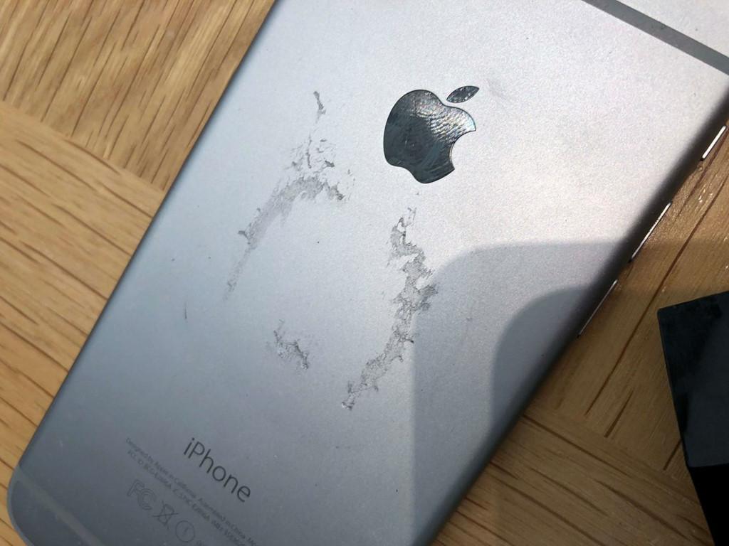 Apple gom iPhone cũ giá 290 USD để 'rã xác'