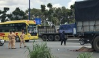 Xe tải kéo lê xe máy, cán chết người đàn ông trên quốc lộ