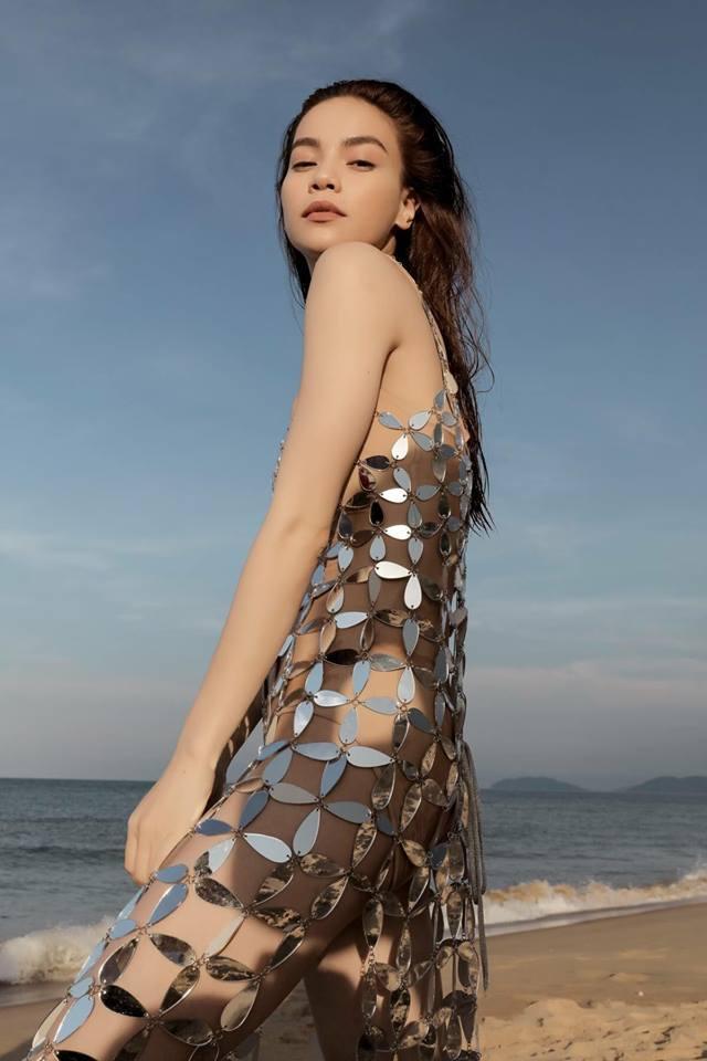 Hồ Ngọc Hà diện váy 'mặc cũng như không' thân mật với Kim Lý