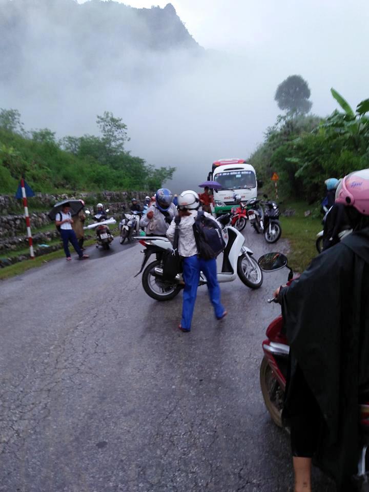Sạt lở đất ở Sơn La, bùn nhão chảy tràn, quốc lộ tê liệt