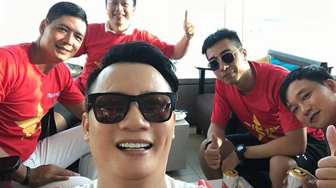 Hoàng Bách, Bình Minh sang Indonesia, Trà My thắp hương cầu nguyện cho U23 Việt Nam