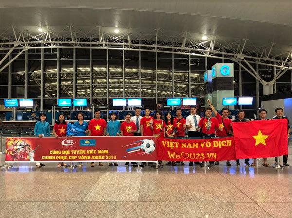 Ngập sắc đỏ trên chuyến bay Vietnam Airlines sang Indonesia